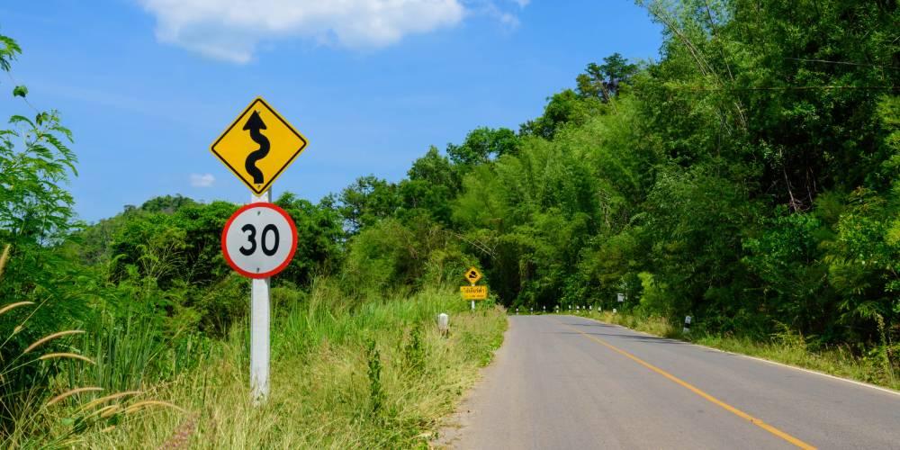 Guide pour conduire en Martinique : limitation de vitesse