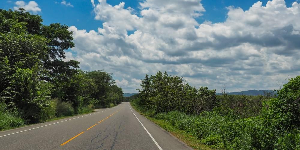 Guide pour conduire en Martinique : attention aux routes abîmées