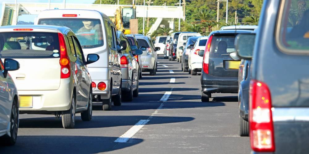 Guide pour conduire en Martinique : éviter les embouteillages